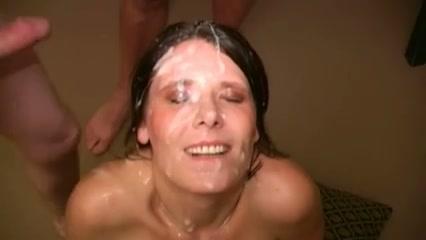 Hoe meer sperma in haar gezicht hoe meer ze geniet