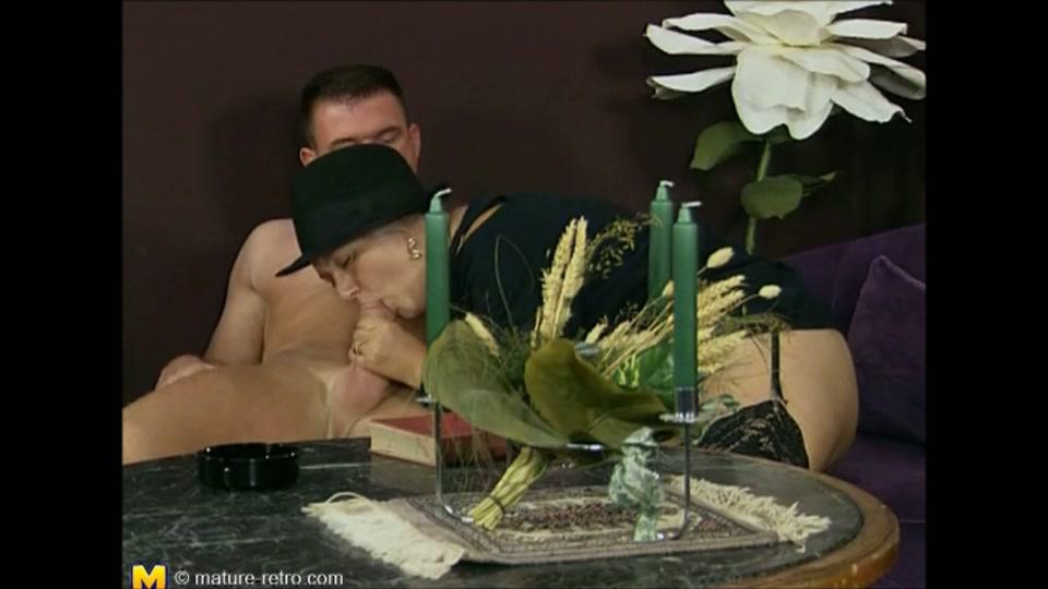 Rijke dame laat zich filmen tijdens de sex met jonge knul