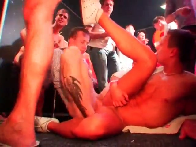 Een gay party met de chippendales