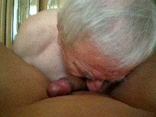 Opa likt anus van zijn homo vriend