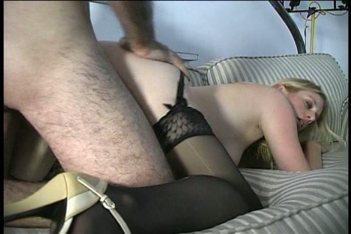 Sexy amateur sletje geniet van zijn grote pik