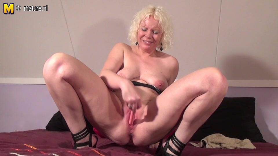 hollandse oma sekst haar oudere natte pruim met dildo
