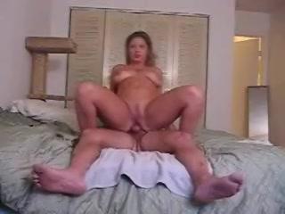Het opgewonden stel maakt een amateurs sex filmpje anal karren