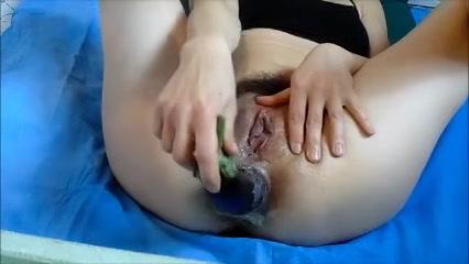Een orgasme tijdens het mastuberen met groente