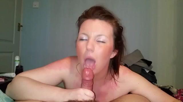 Deze wulpse huisvrouw laat haar mond vol cum spuiten