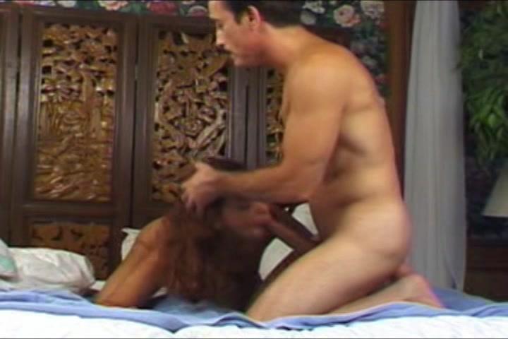 Na het blazen en sexen trekt ze de mature kennis met twee handen af