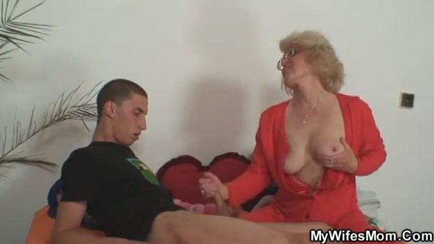Bitch moeder neukt haar schoonzoon
