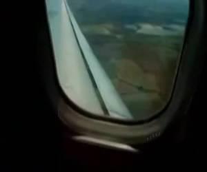 Lekker haar kutje vingeren in een vol vliegtuig