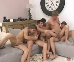 Geile tiener jongens in een geile orgy