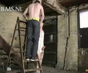 Gay mummificatie bdsm met huishoud folie