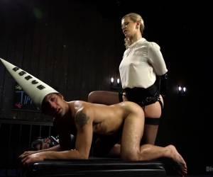 Anaal slet krijgt anaal orgasme door klysma