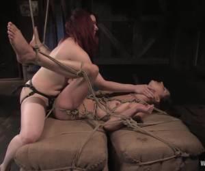 Pure erotiek deze bijzondere geile striptease